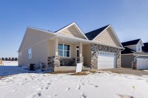 18002 Gresford Lane, Lakeville, MN 55044