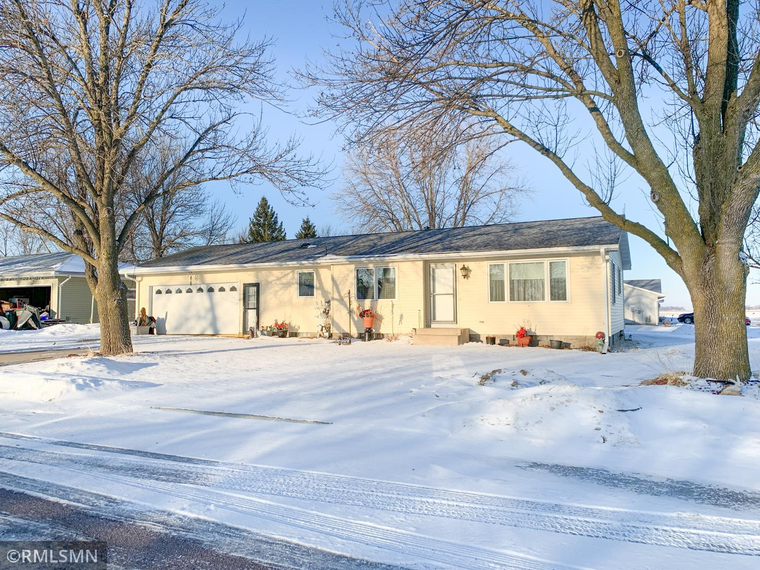 708 N Brown Street, Winthrop, MN 55396