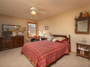 1802 16th Ave SW Austin MN-027-028-Bedroom 3-MLS_Size