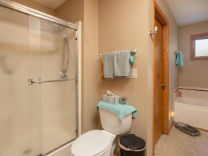 1802 16th Ave SW Austin MN-023-018-Bathroom-MLS_Size