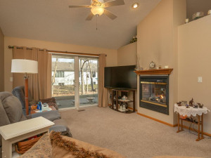 1802 16th Ave SW Austin MN-018-017-Living Room-MLS_Size