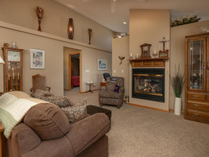 1802 16th Ave SW Austin MN-014-012-Living Room-MLS_Size