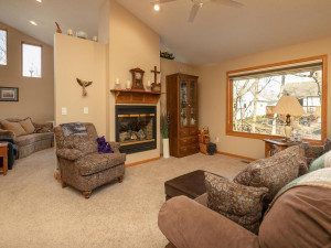 1802 16th Ave SW Austin MN-013-009-Living Room-MLS_Size