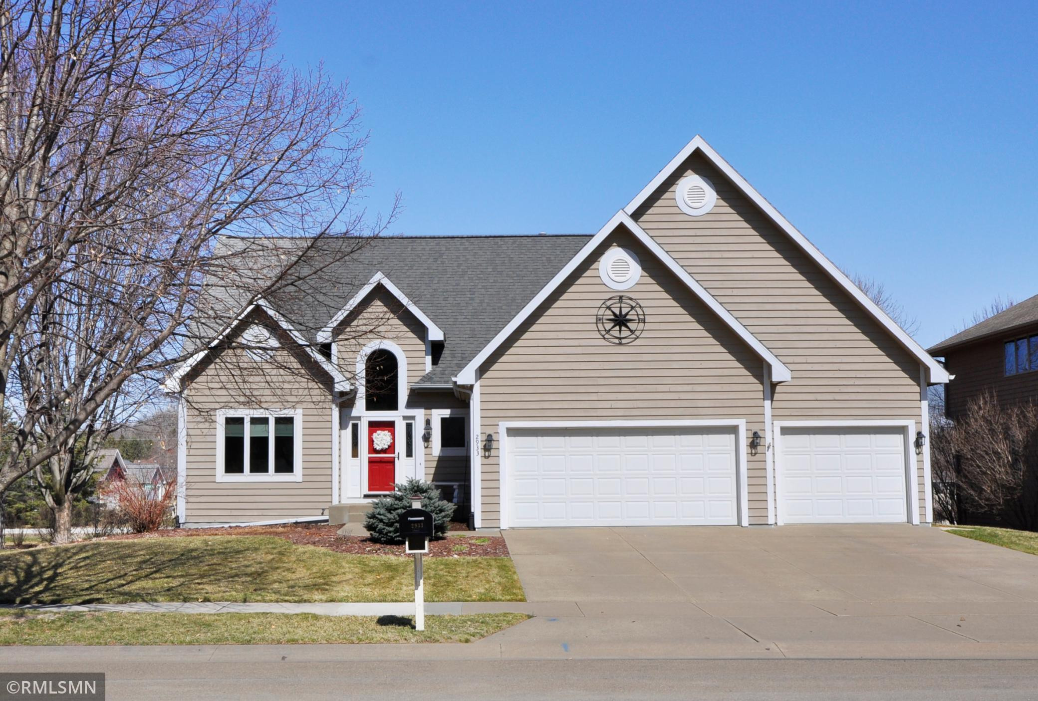2933 Mayowood Common Circle SW, Rochester, MN 55902
