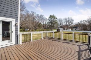Gorgeous Deck ready for your backyard bbqs!