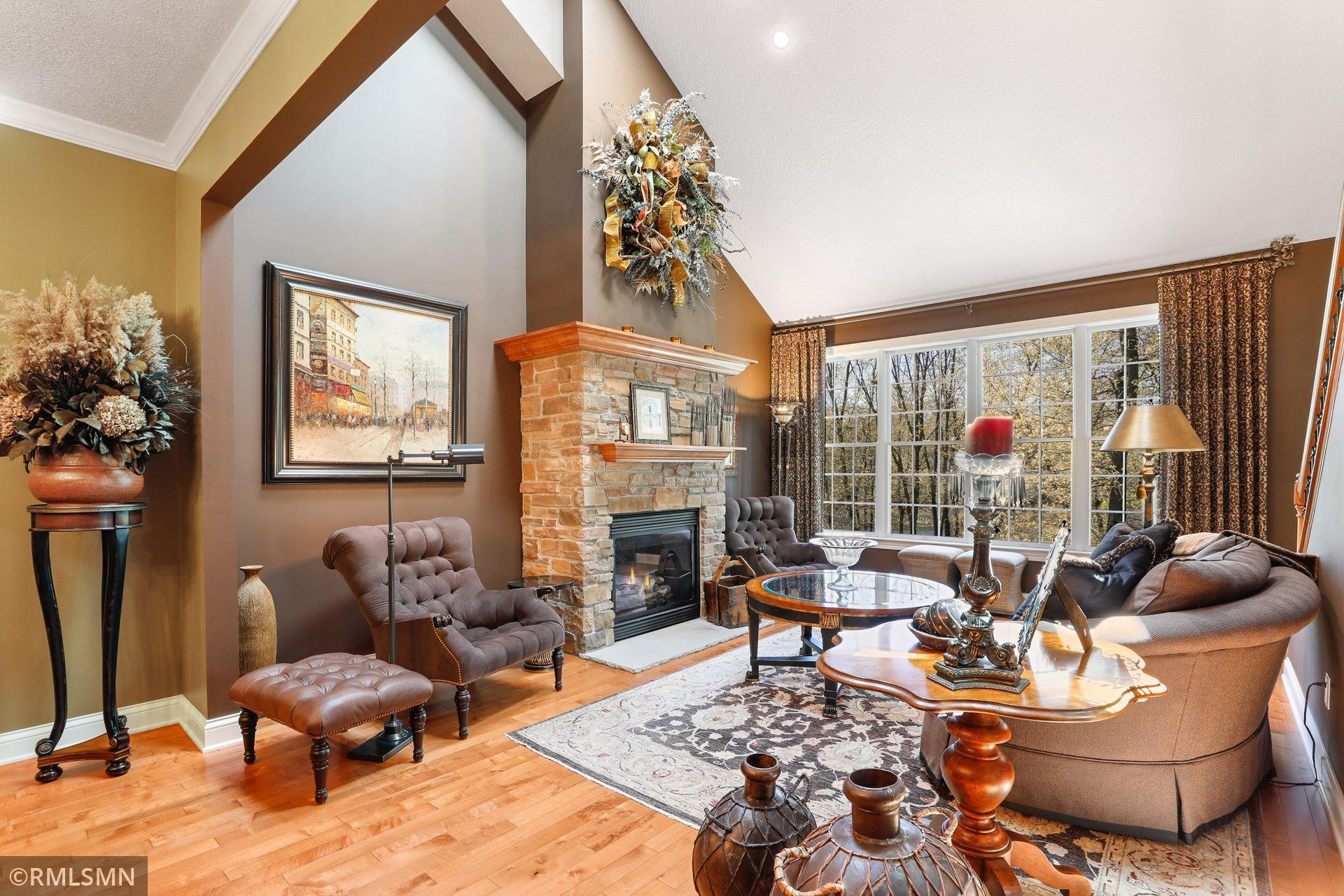 Beautifully appointed 3 Bedroom Townhome~ Main-Level Living!