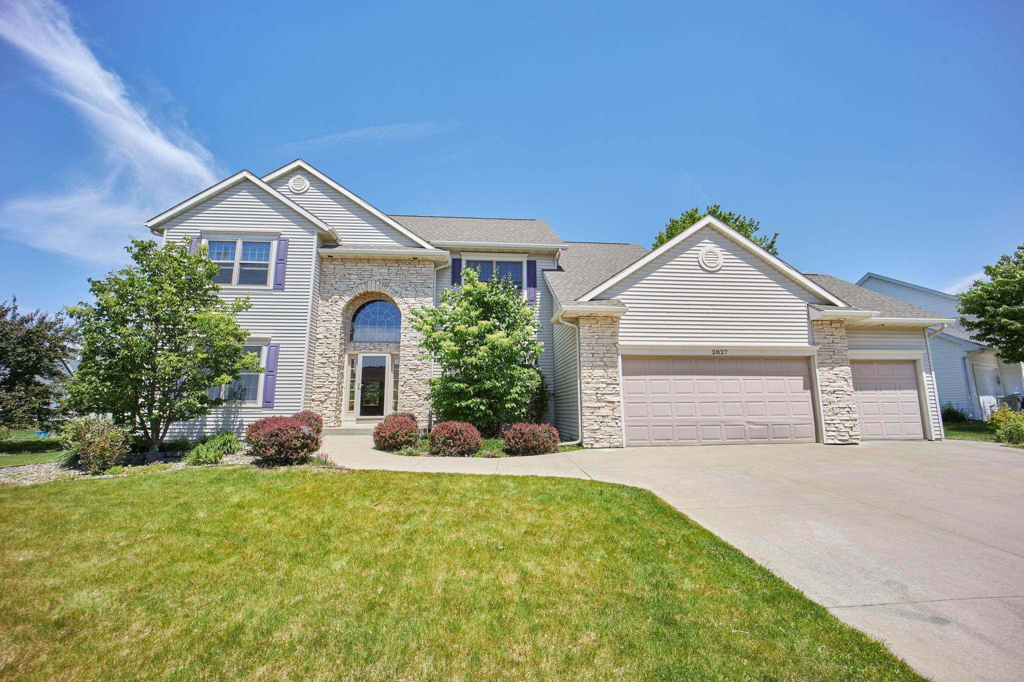 2827 Oakview Drive NE, Rochester, MN 55906