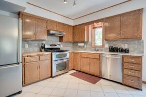 1812 Lacota Lane, Burnsville, MN 55337