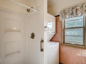 555 36 12 Avenue NE MN - MLS Sized - 019 - 22 Primary Bathroom