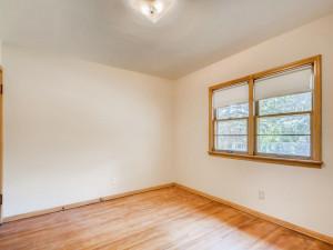555 36 12 Avenue NE MN - MLS Sized - 018 - 21 Primary Bedroom