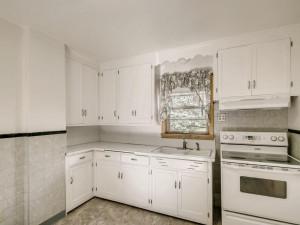 555 36 12 Avenue NE MN - MLS Sized - 010 - 13 Kitchen