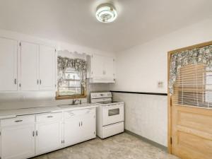555 36 12 Avenue NE MN - MLS Sized - 008 - 11 Kitchen