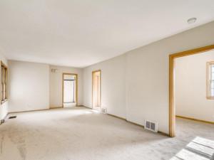 555 36 12 Avenue NE MN - MLS Sized - 004 - 06 Living Room
