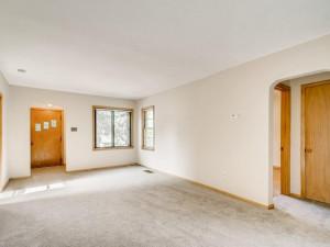555 36 12 Avenue NE MN - MLS Sized - 002 - 04 Living Room