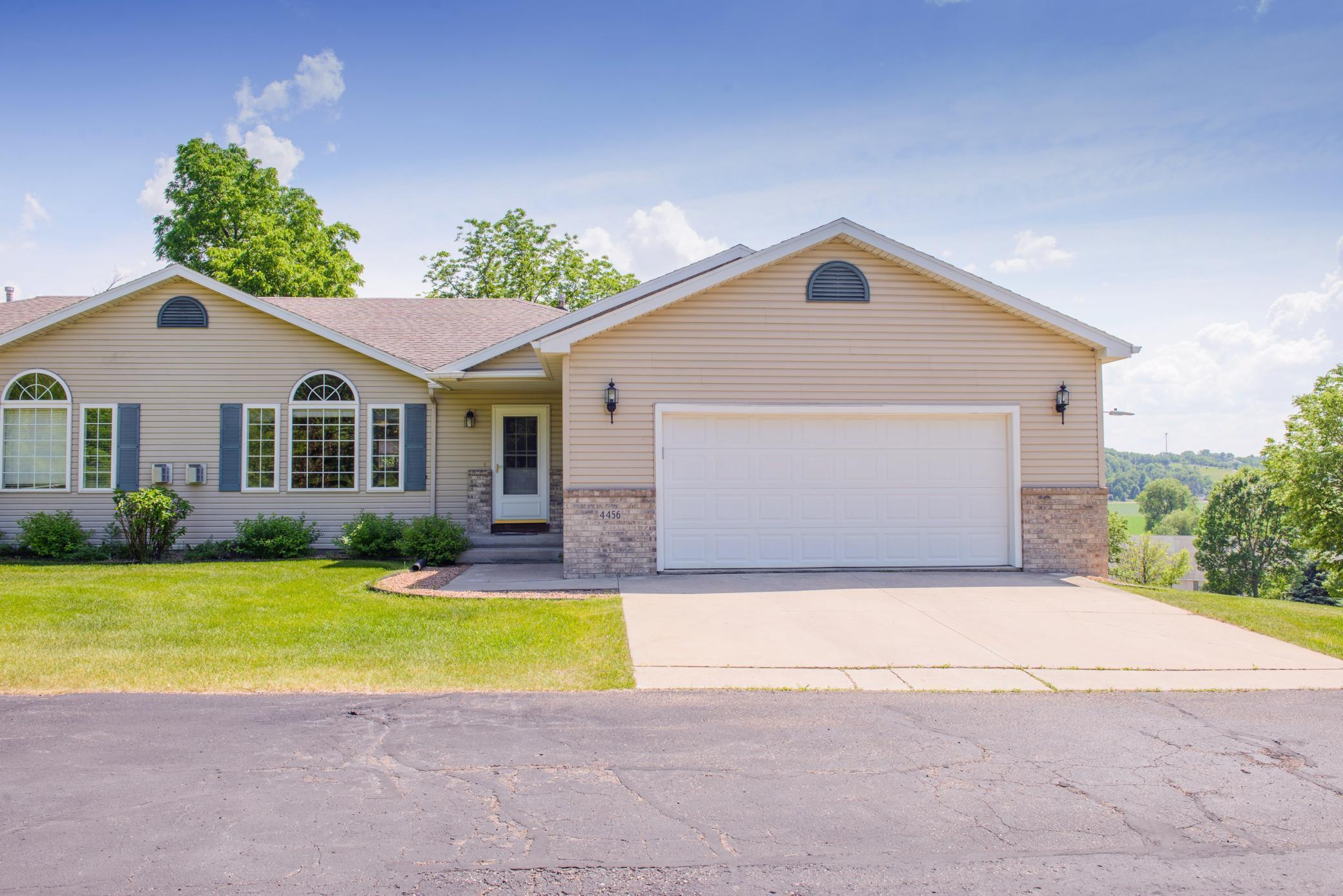 4456 Meadow Lakes Drive NW, Rochester, MN 55901