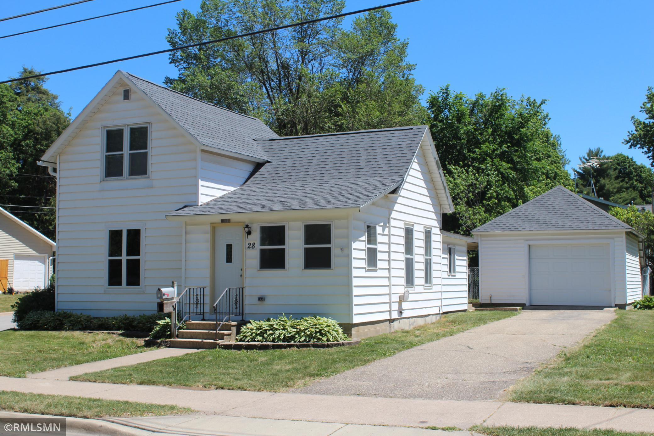 28 Burr Oak Avenue NE, Chatfield, MN 55923