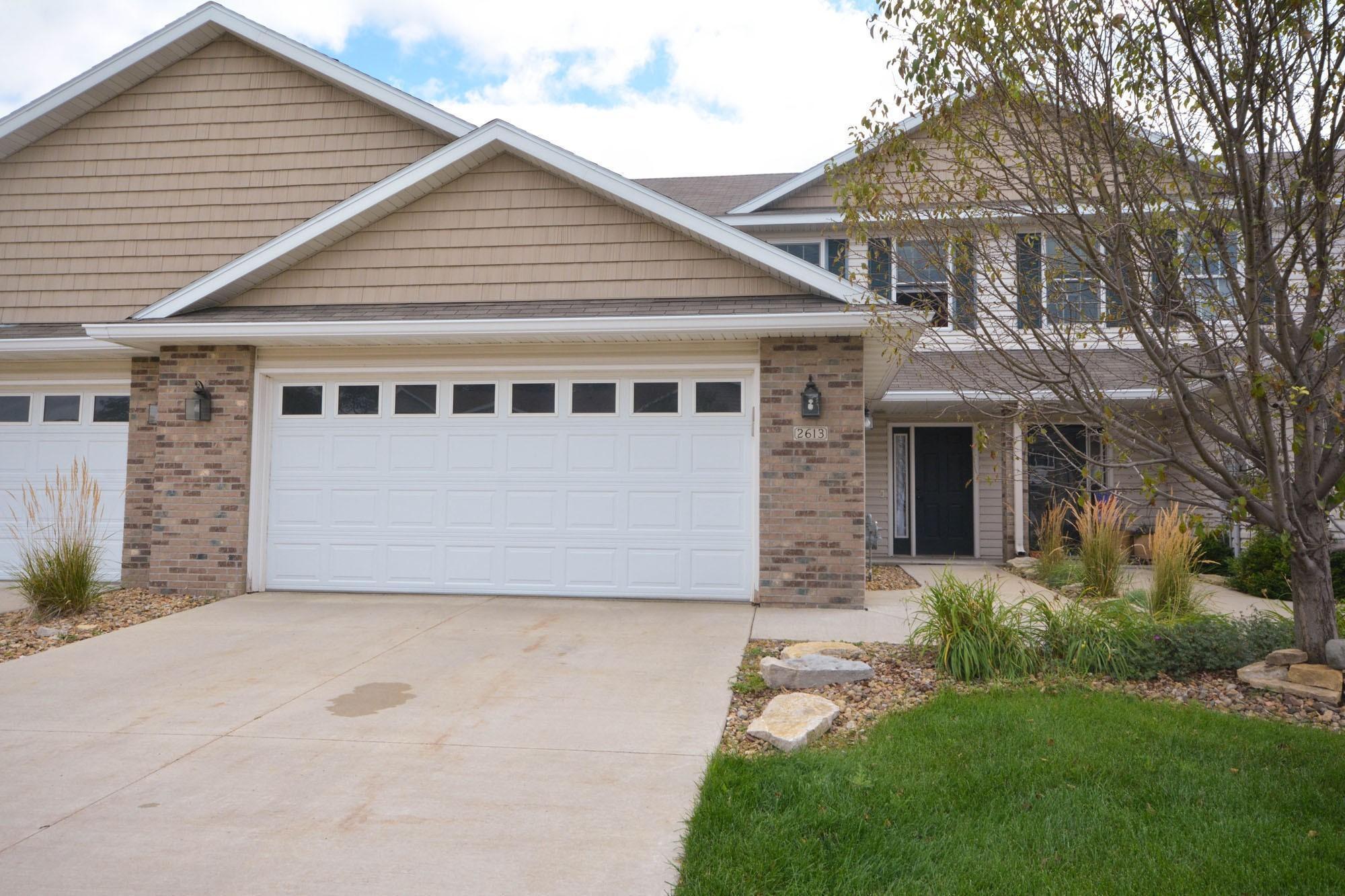 2613 Hawk Ridge Court SE, Rochester, MN 55904