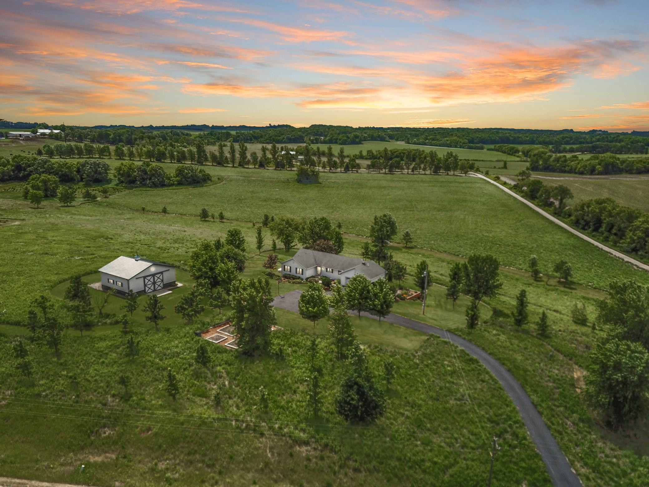 House on the Prairie (35 Acres) 7676 75th St NW Choice of 3 Schools Byron / Pine Island / Rochester 40x40 Shed