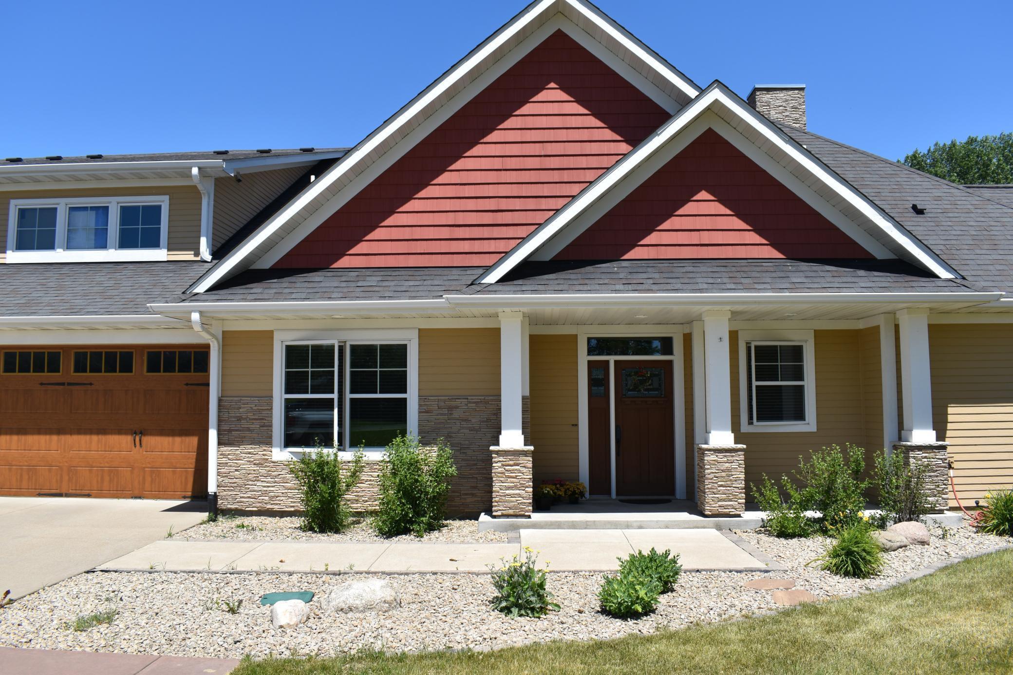 575 Riverwood Drive SW, Owatonna, MN 55060