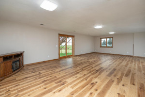 102 Spruce St Fountain MN-large-024-030-Family Room-1500x1000-72dpi