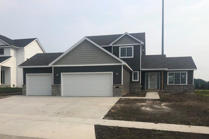 606 10th Street NW, Kasson, MN 55944