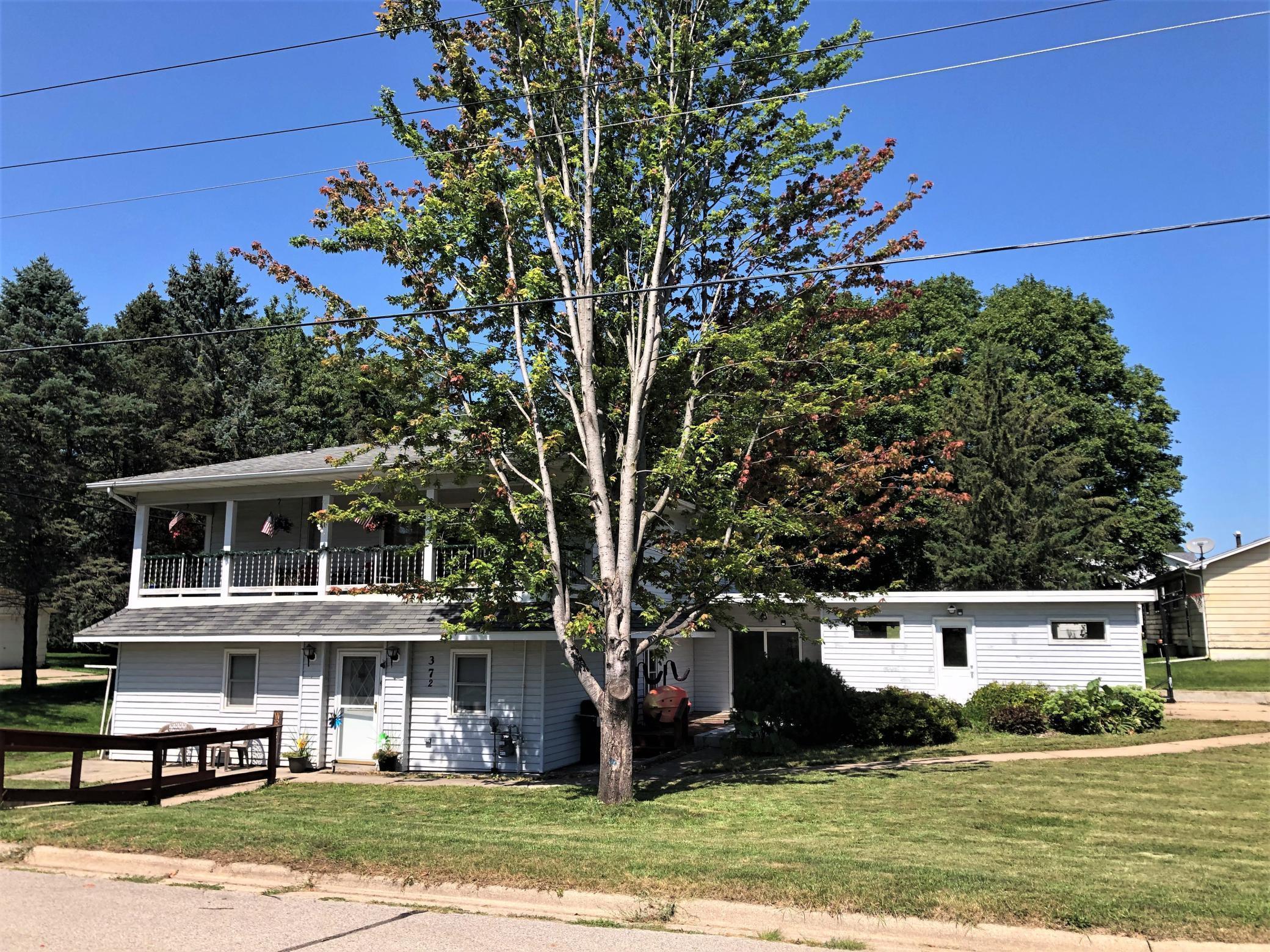 370 5th Street SW, Plainview, MN 55964