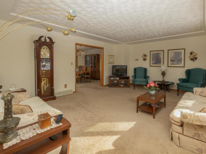 702 30th St NW Austin MN 55912 USA-005-007-Living Room-MLS_Size