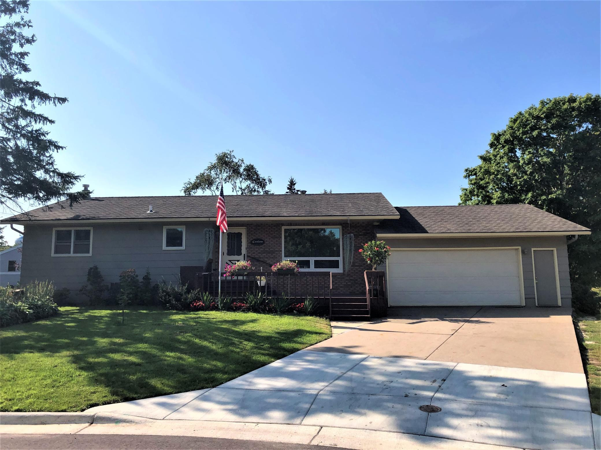 845 3rd Avenue NW, Plainview, MN 55964