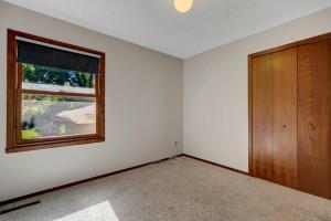 52 Sterling Street N, Maplewood, MN 55119