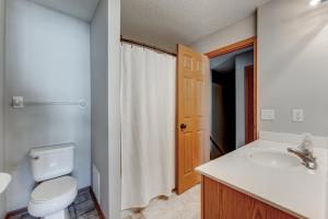 Upper level full bath features a master walk through.