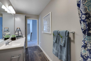 The spacious upper level bath provides plenty of space for everyone to get ready in the morning. *pictures are of model home, actual colors may vary.