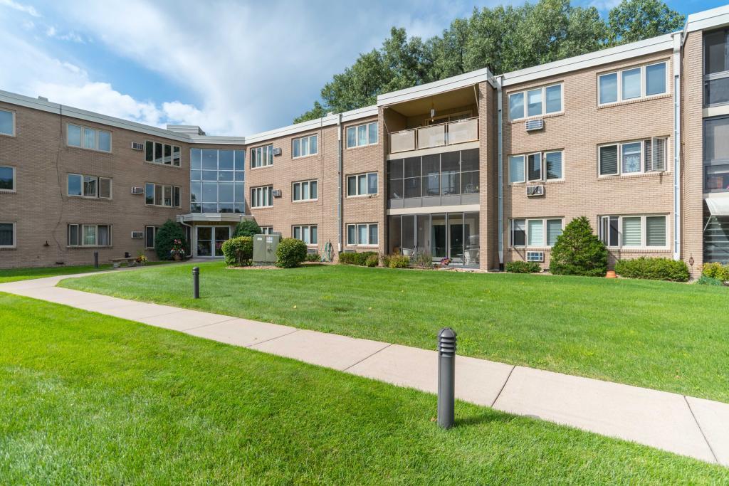 4370 Brookside Court, 121, Edina, MN 55436