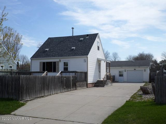 950 Tindolph Avenue S, Thief River Falls, MN 56701