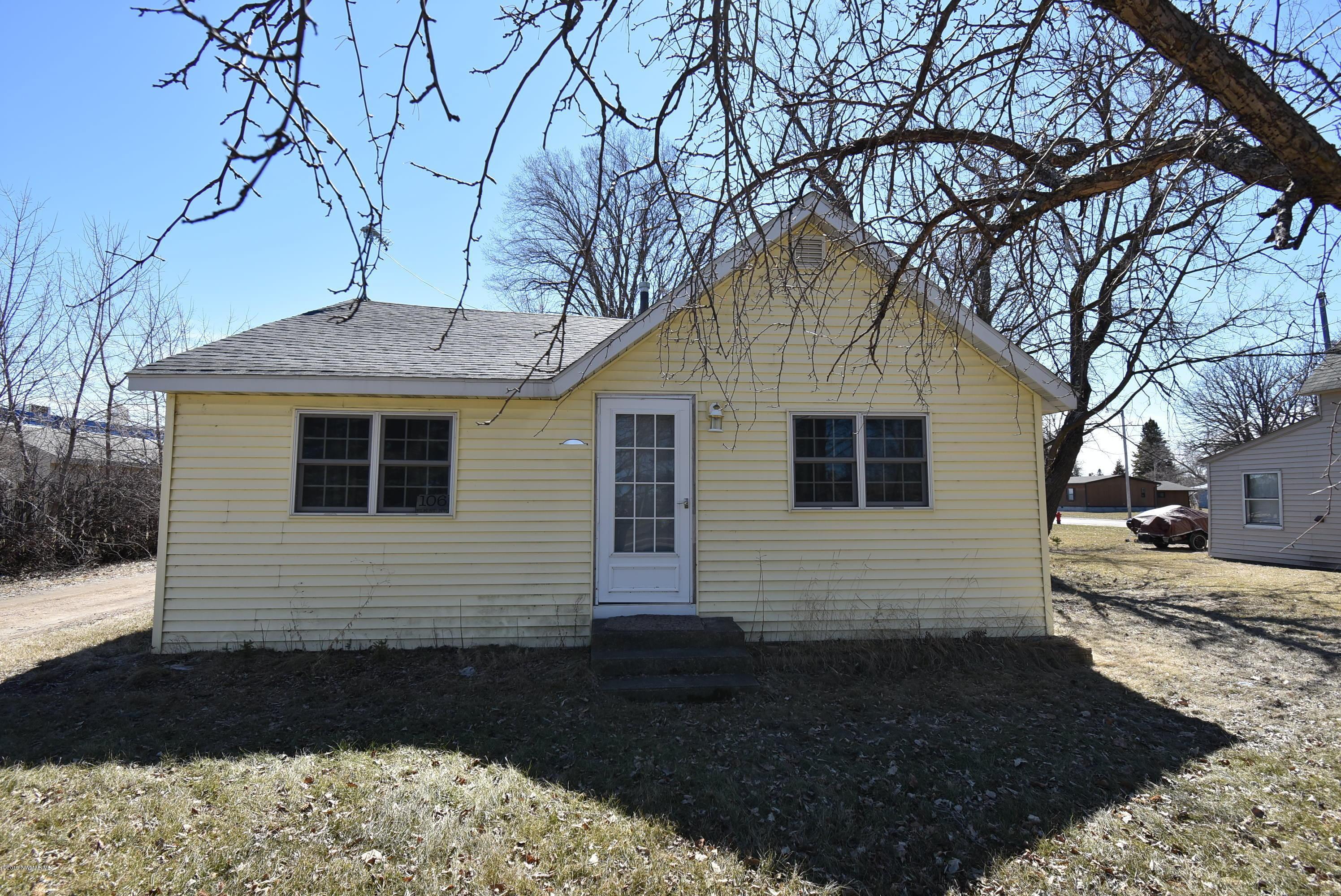 106 Elk Street NW, Warroad, MN 56763