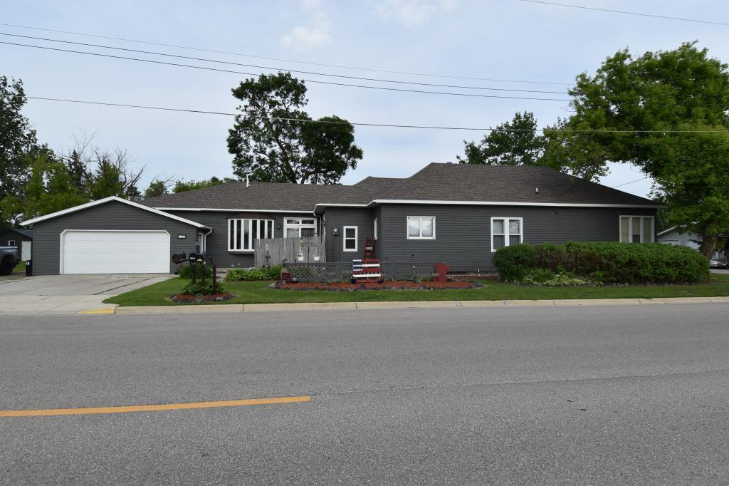 120 N Park Ave, Middle River, MN 56737