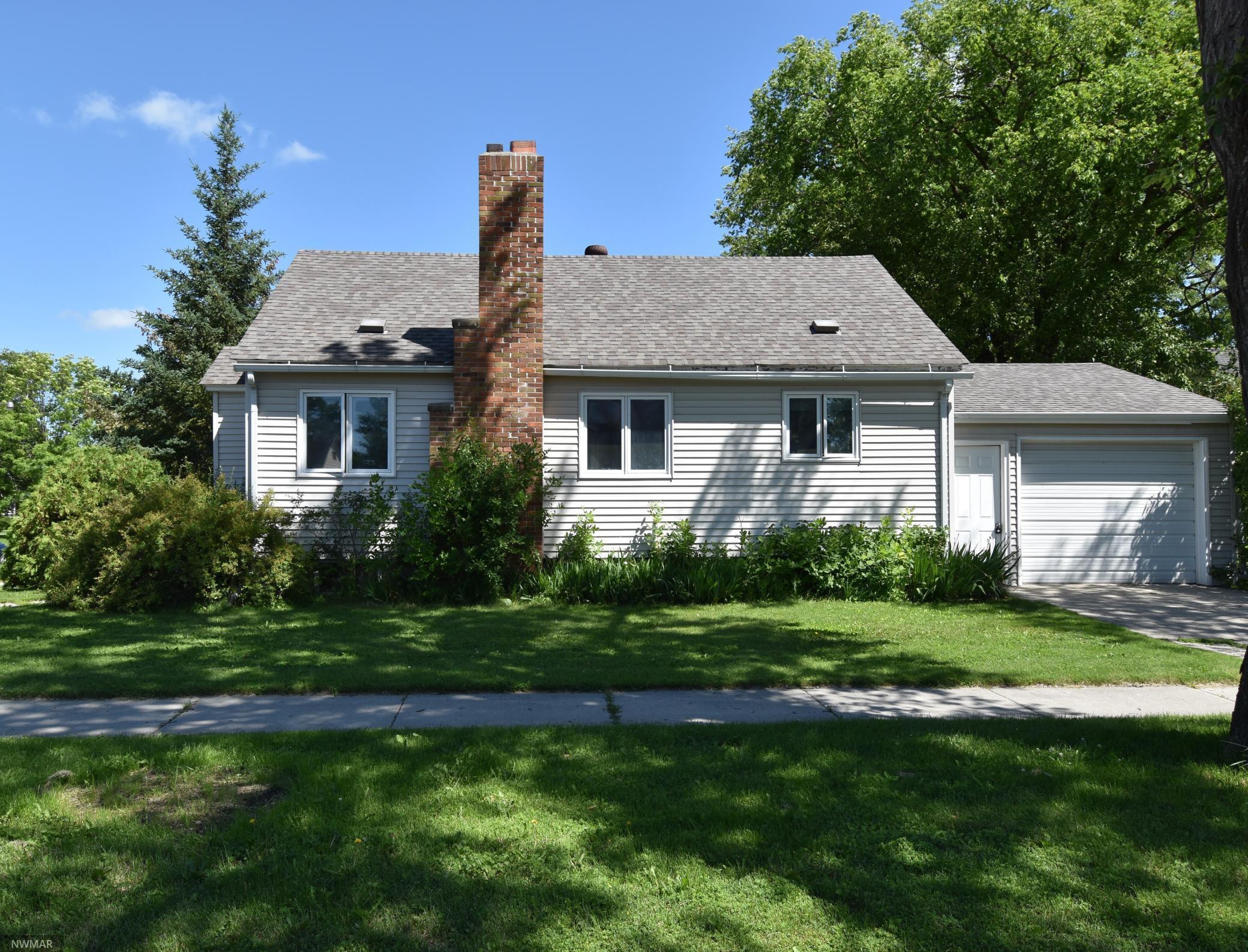 402 Arnold Avenue N, Thief River Falls, MN 56701