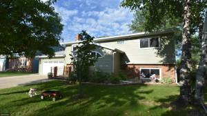 806 Crocker Avenue S, Thief River Falls, MN 56701