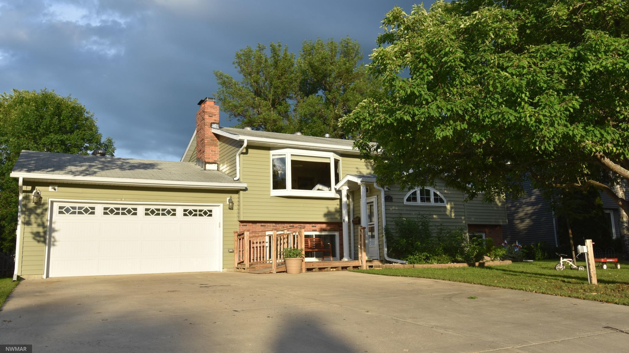 806 Crocker Avenue S, Thief River Falls, MN 56701