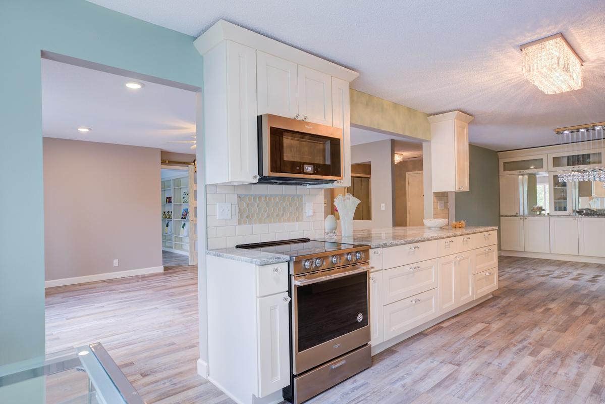 WELCOME HOME! Stunning remodel on this 2,200 Sq. ft. condo in Mendota Heights. Ideal location is just minutes to any genre of shopping or dining you could want. 5 minutes to Inernational Airport or downtown St. Paul.