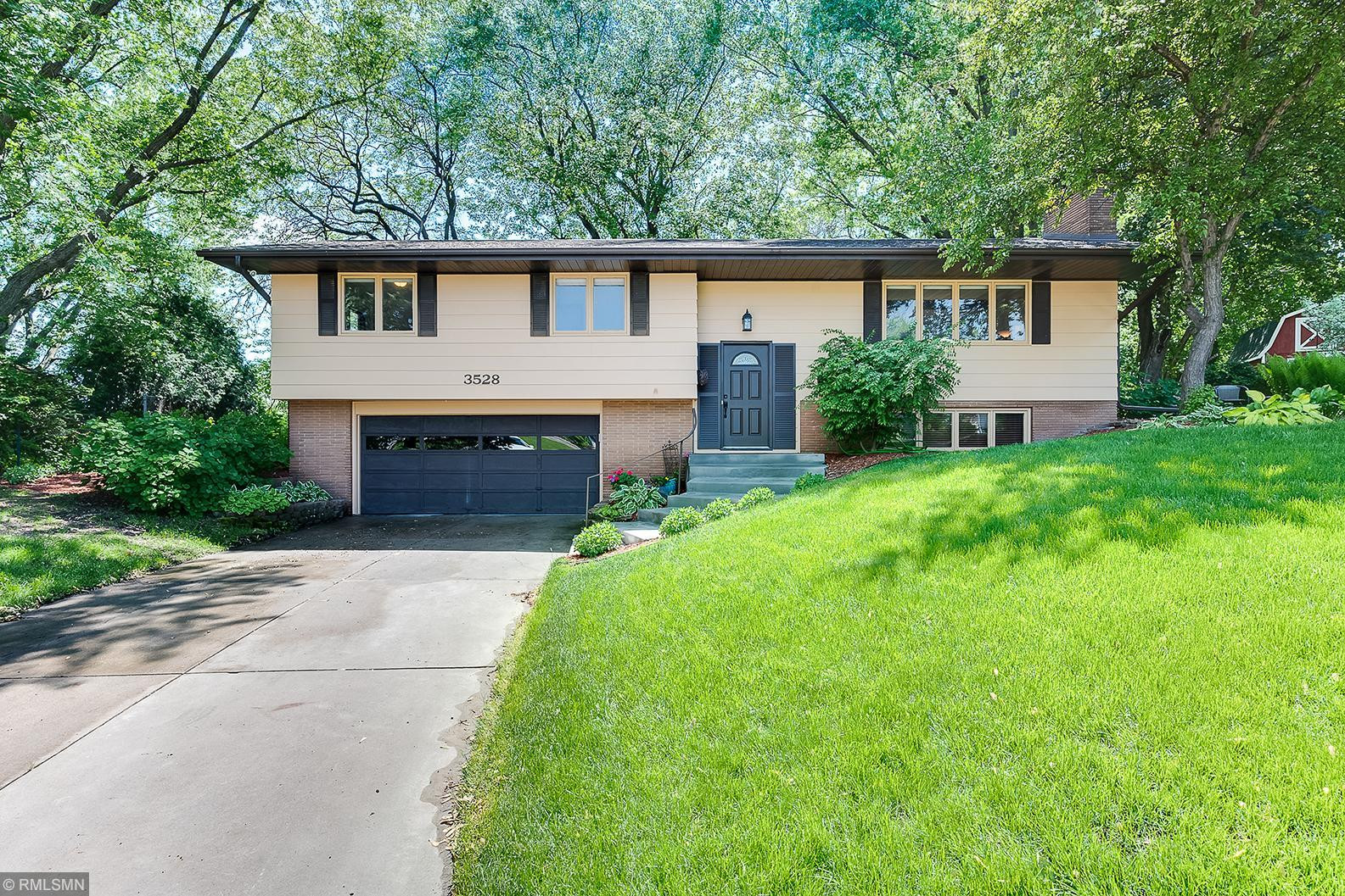 3528 Skycroft Drive, Saint Anthony, MN 55418
