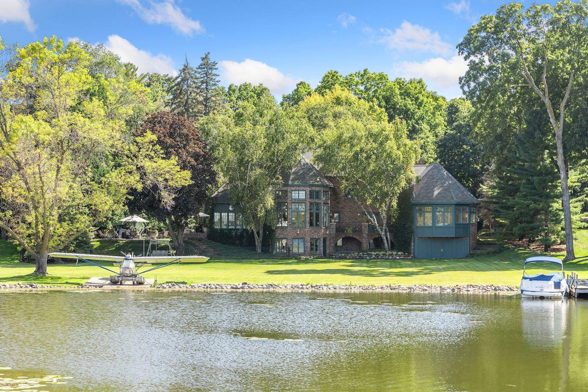 27640 Island View Road, Excelsior, MN 55331
