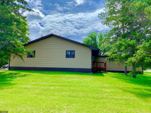 207 Pleasant Ave NW, Warroad, MN 56763