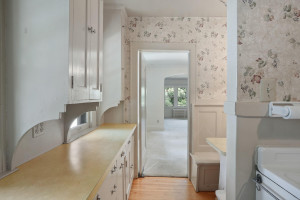 Tons of storage and countertop space in this upstairs unit. 1484 Summit Avenue, St. Paul, MN.