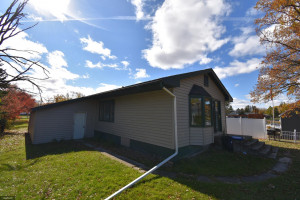 605 Riverview Drive SE, Warroad, MN 56763
