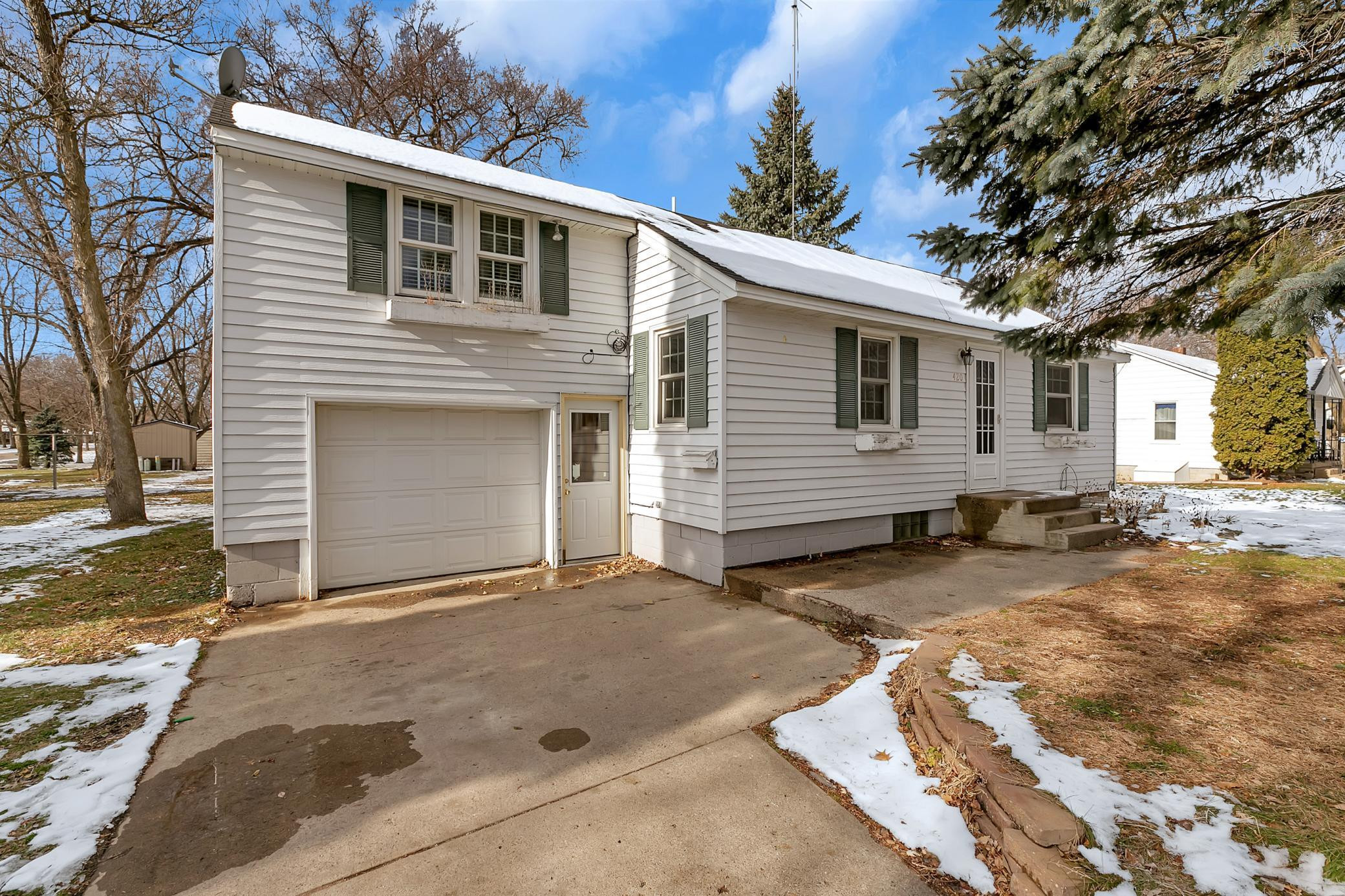 420 S Austin Avenue, Litchfield, MN 55355