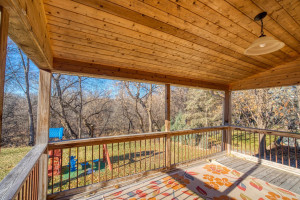 Beautiful covered deck makes it easy to enjoy the amazing nature views in all kinds of weather.