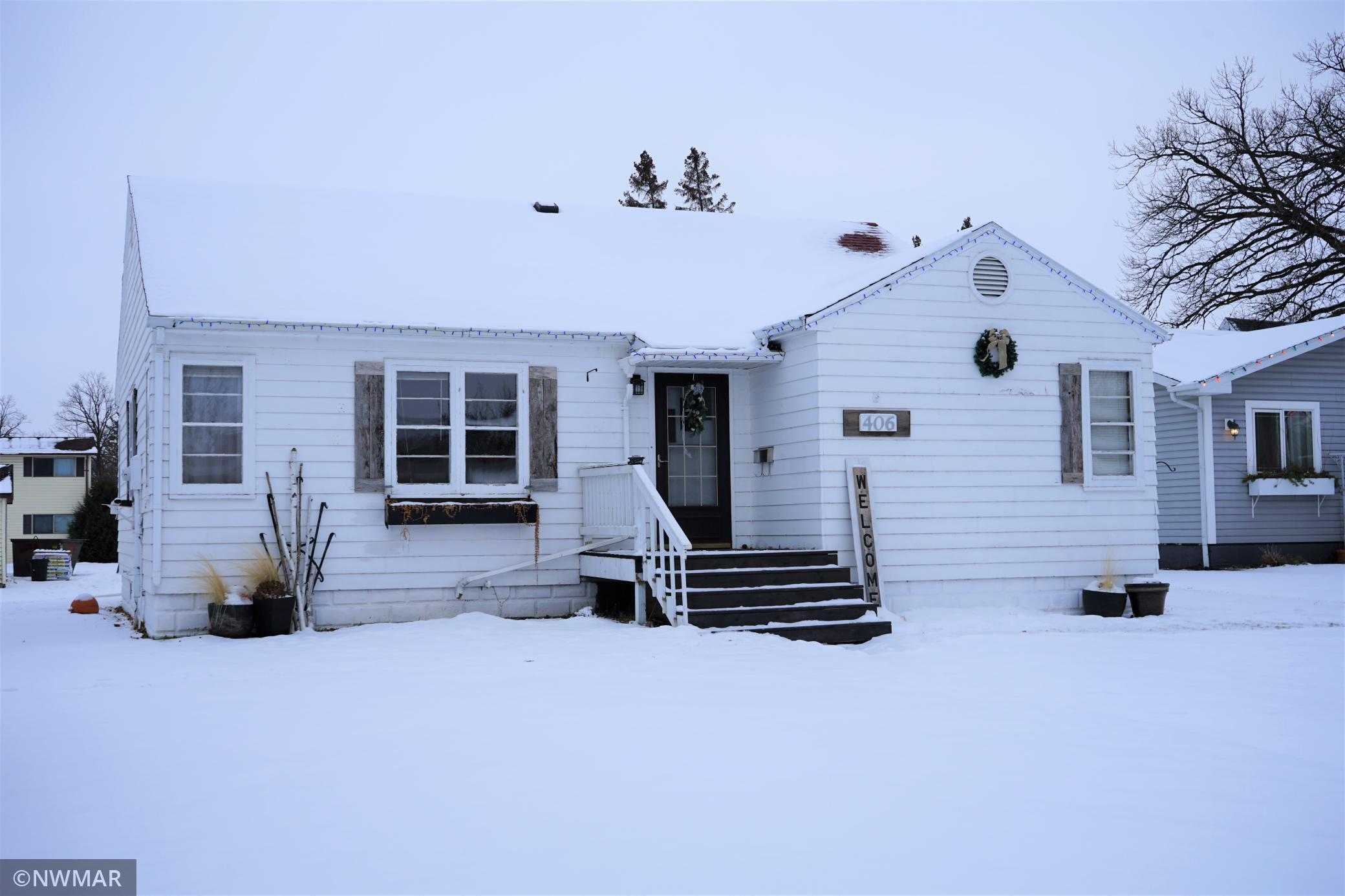 406 3rd Street NE, Roseau, MN 56751