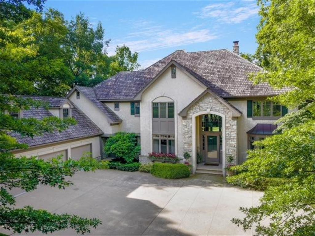 Stunning home in Bearpath Golf & Country Club!