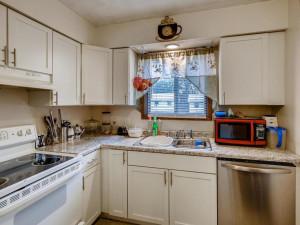 1356 Circle Terrace Boulevard-006-007-Kitchen-MLS_Size