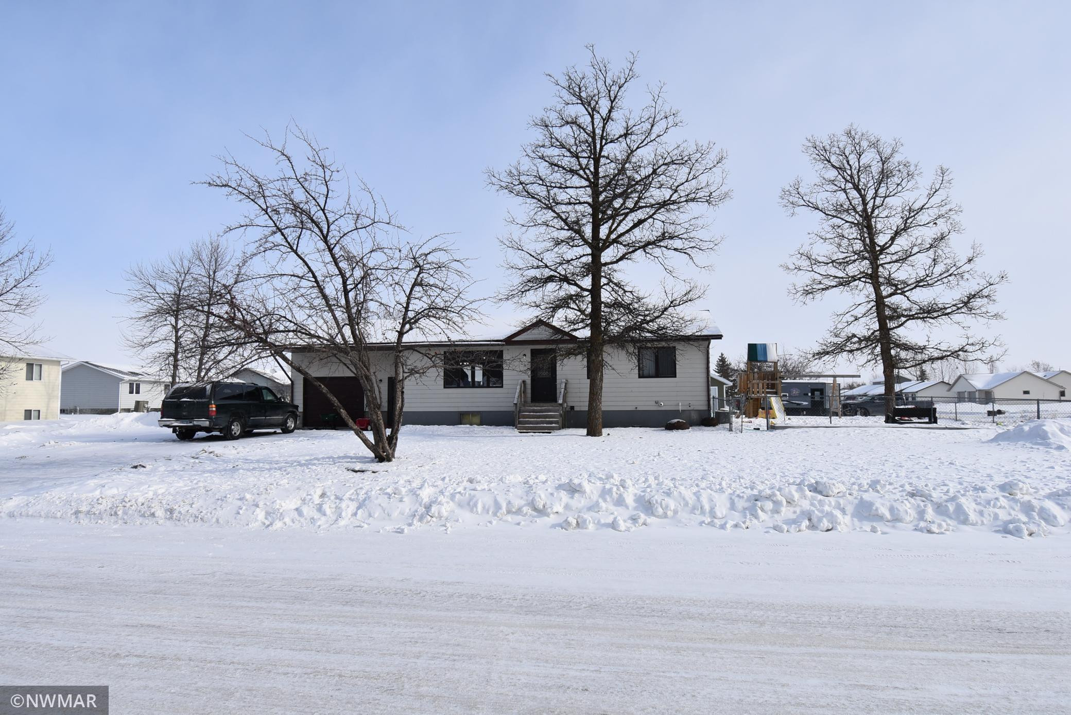 408 6th Avenue SW, Warroad, MN 56763